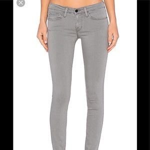 Frame denim in grey style is Portman